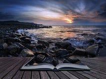 岩石海岸线的惊人的日落风景图象在多西特 免版税库存图片