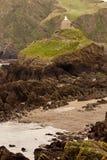 岩石海岸线的房子 库存图片