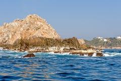 岩石海岸线的huatulco 免版税库存照片