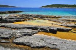 岩石海岸线蓝色海 库存图片