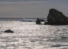 岩石海岸线,南部的俄勒冈海岸 图库摄影