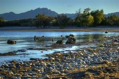 岩石海岸线,湖莫哈维族全国度假区,拉斯维加斯,内华达,美国 免版税库存图片