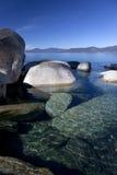 岩石海岸线, Tahoe湖 免版税图库摄影