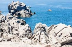岩石海景在撒丁岛 图库摄影
