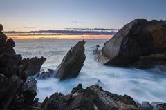 岩石海滨 免版税库存图片
