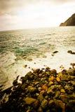 岩石海边海滩 免版税库存图片