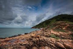 岩石海滩和海 免版税图库摄影