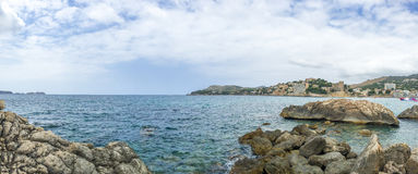 岩石海洋海岸线全景场面  免版税库存照片