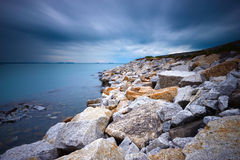 岩石海滩 免版税库存图片