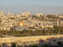 岩石清真寺的圆顶日出的在耶路撒冷 免版税图库摄影