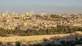 岩石清真寺的圆顶日出的在耶路撒冷 免版税库存照片