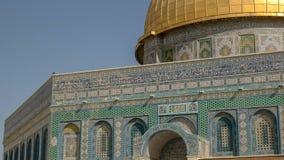 岩石清真寺的圆顶的接近的看法在耶路撒冷 免版税库存照片