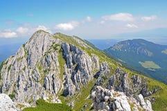 岩石白垩侏罗纪的土坎 库存图片