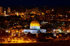 岩石的圆顶在耶路撒冷在晚上 库存图片