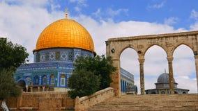 岩石的圆顶的游人在耶路撒冷 免版税图库摄影