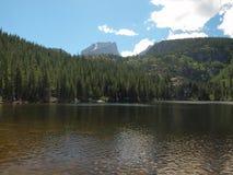 岩石的山脉 免版税库存照片