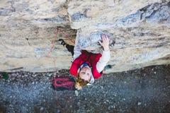 岩石的攀岩运动员 免版税图库摄影