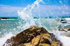 岩石的海岸 免版税库存照片