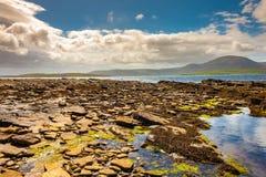 岩石的海滩 Warebeth海滩,奥克尼,苏格兰 免版税库存图片