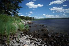 岩石的湖 免版税图库摄影