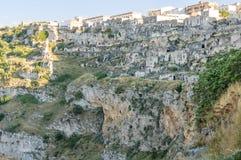 岩石的马泰拉房子 免版税库存照片