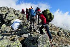岩石的登山人 库存图片