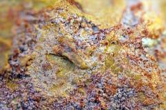 从岩石矿物的抽象意想不到的背景 青苔岩石石头纹理 免版税图库摄影