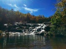 岩石秋天瀑布 库存图片