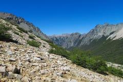 岩石范围山 库存图片