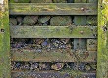 岩石被填装的防波堤 免版税库存图片