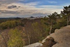 从岩石视图Skautska skala的Ceska Lipa市在sping旅游区Machuv kraj 图库摄影