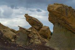 岩石远景在西南的沙漠 图库摄影