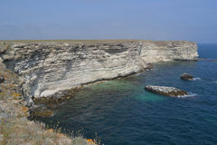 岩石银行和海 免版税库存图片