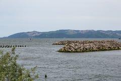 岩石防波堤在Astoria俄勒冈 图库摄影