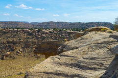 岩石露出在西南的沙漠 图库摄影