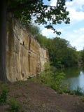 岩石面孔和小湖KoÅ ¡ utka的在Pilsen 免版税库存照片