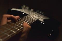 岩石音乐家的最好的朋友 库存照片