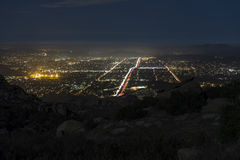 岩石高峰夜视图-南加州 免版税库存照片