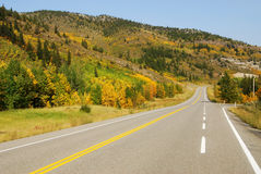 岩石高速公路的山 免版税库存照片