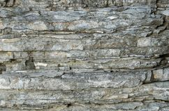 岩石,古老沉积层数的背景  免版税库存图片