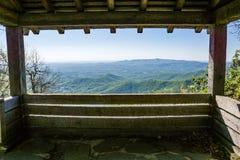 岩石从一个老阿巴拉契亚足迹小屋的城堡峡谷 库存图片
