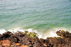 岩石巴伊亚的海岸 免版税库存照片