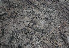 岩石绘画-刻在岩石上的文字在卡累利阿 免版税库存图片