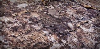 岩石绘画刻在岩石上的文字 图库摄影