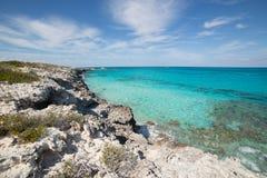 岩石Bahama海岸线, Exuma岩礁 免版税库存图片
