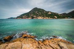 岩石D'Aguilar峰顶海岸和看法,在Shek O海滩,在Hon 免版税库存照片