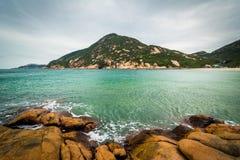 岩石D'Aguilar峰顶海岸和看法,在Shek O海滩,在Hon 图库摄影