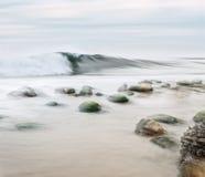 岩石Shorebreak 图库摄影