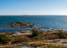 岩质岛在南部的哥特人群岛 库存图片