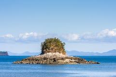 岩质岛 免版税库存照片